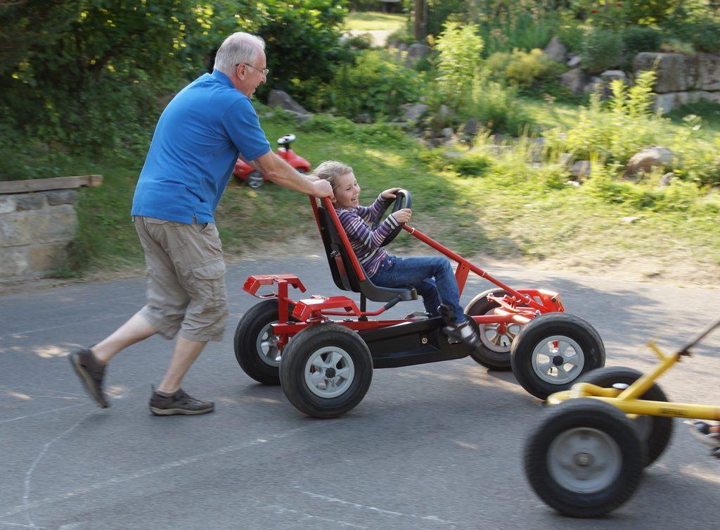 Kart, Opa und Enkel, Urlaub, Spaß