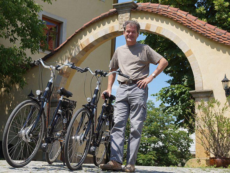 Torbogen Gut Wildberg mit Fahrradguide